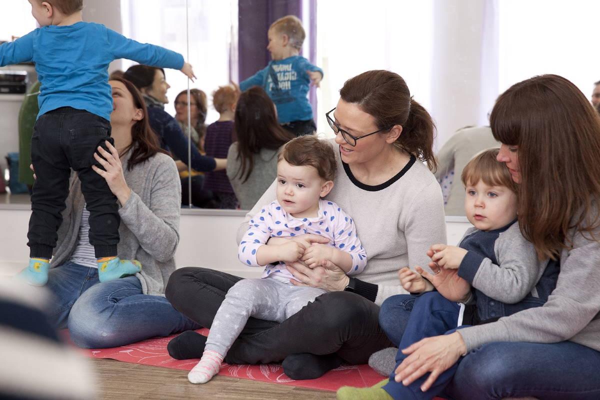 musikkurse_fuer_babys-musikgarten_fuer_babys-kurse_mit_eltern-fuerth-erlangen-nuernberg-institut_zukunftsmusik-evi_reich